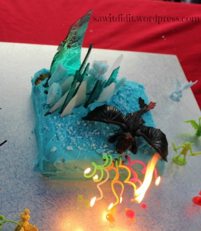 HTTYD cake with candles sawitdidit.wordpress.com