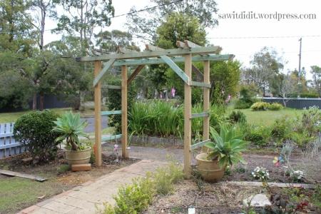 garden arch sawitdidit.wordpress.com (1024x683)