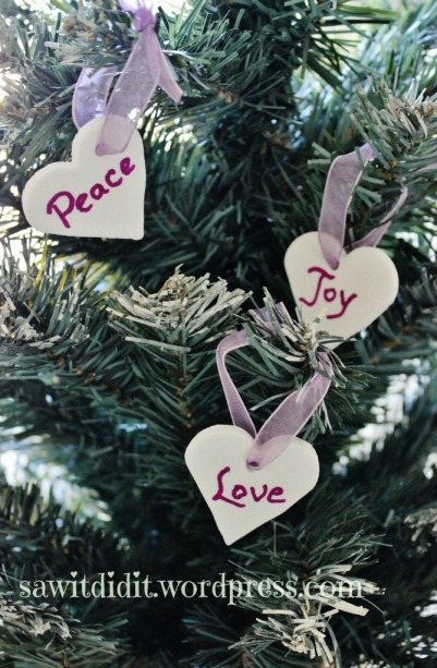 Christmas decorations - Peace, Love, Joy DIY . sawitdidit.wordpress.com