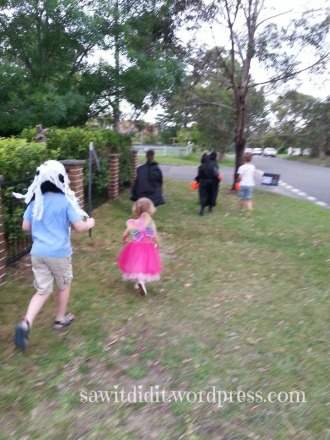 Halloween trick or treating . sawitdidit.wordpress.com