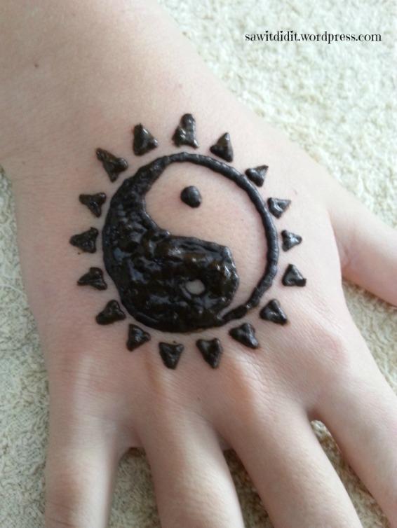 Henna tattoo yin yang