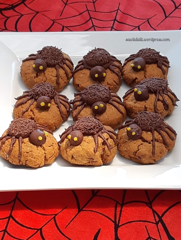 Halloween spider biccies 1