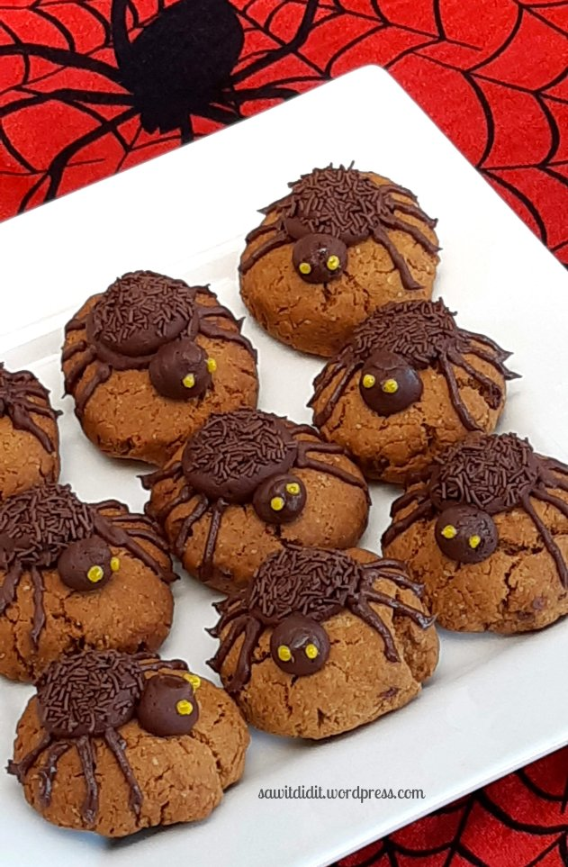 Hallowen spider biccies 2